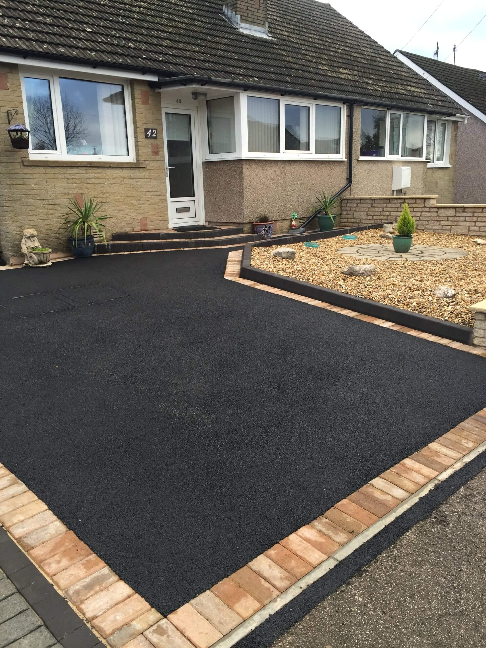 Picture Framed Tarmac & Block Paving Driveway in Lancaster