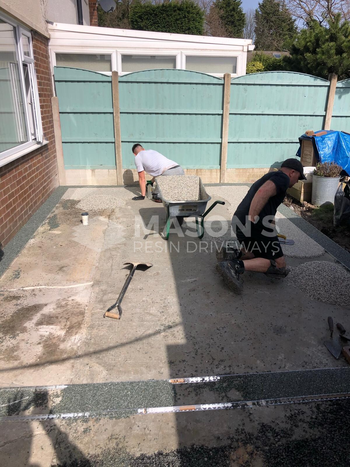 asp workers on resin grey driveway